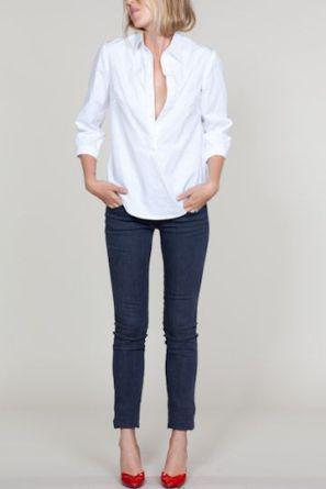 white-shirt-jeans